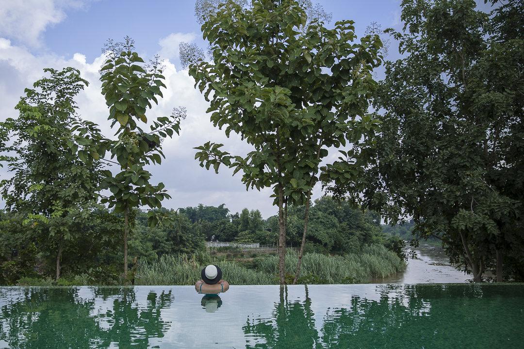 Hotel Marndadee et sa piscine à débordement - Situé à une quinzaine de kilomètres de Chiang Mai en Thailande