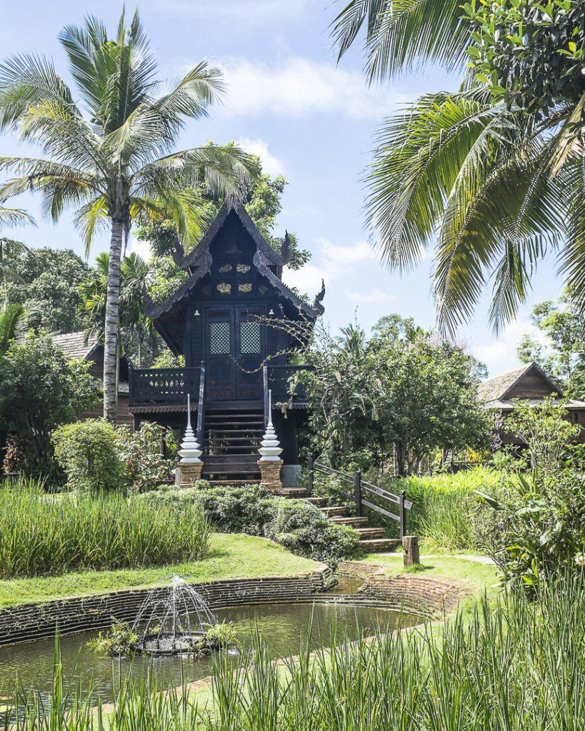 Temple et rizières au coeur de l'hotel marndadee à Chiang Mai