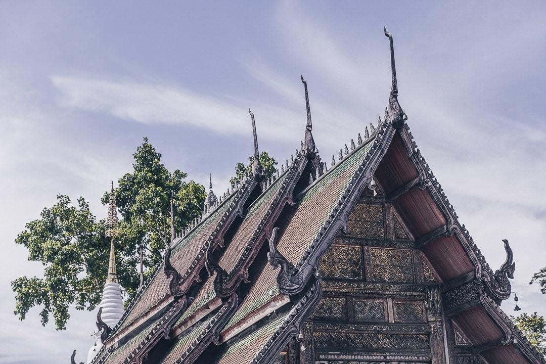 Toit du Wat Pratu Pong à Lampang, Thailande