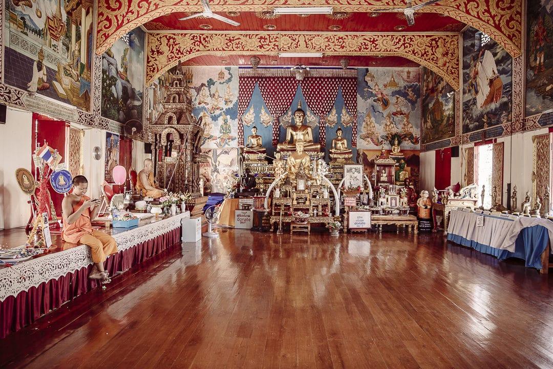 moine Wat Pongsanuk - Lampang circuit en thailande