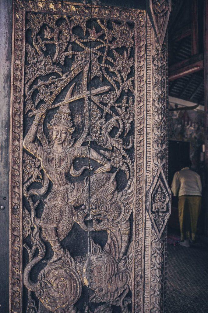 Détails du Wat Pratu Pong à Lampang, Thailande