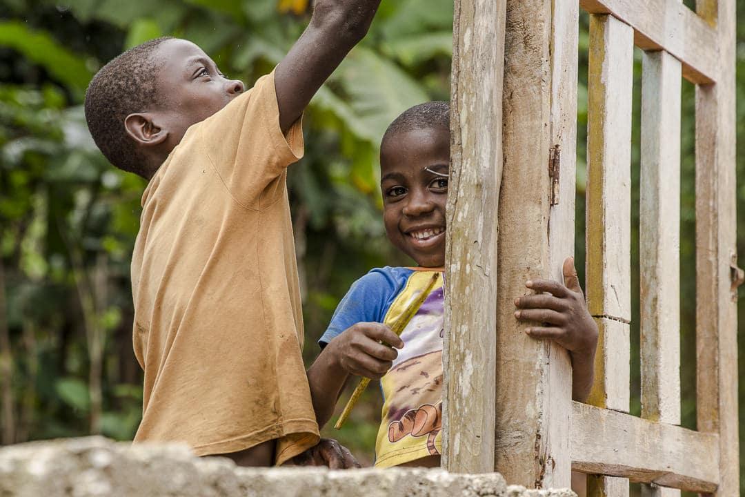 les petits bricoleurs de la route du café - Haiti