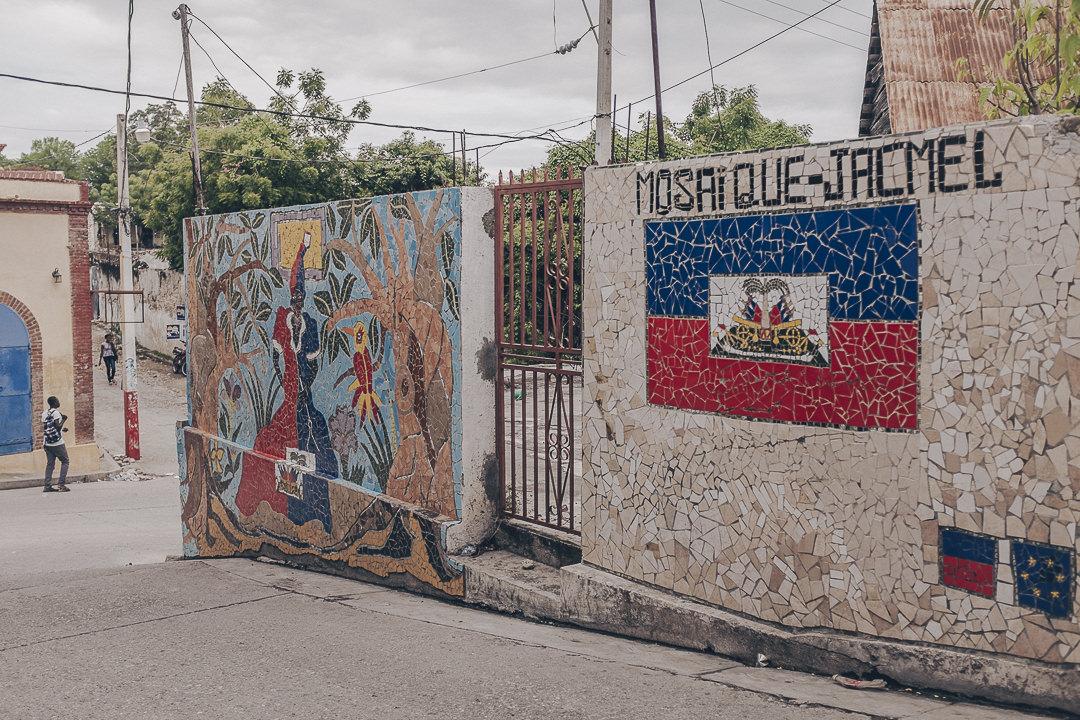 La mosaïque envahit les murs de Jacmel - Haïti