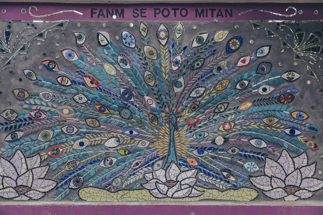 La ville de jacmel est rempli de mosaïques réalisées par des enfants - Haïti