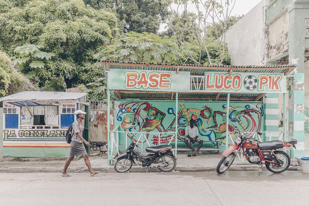 Arrêt de bus Jacmel - Haïti
