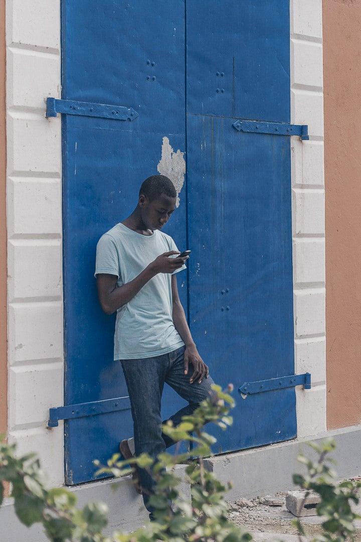 Ambiance caribéenne dans une rue de Jacmel - Haïtit