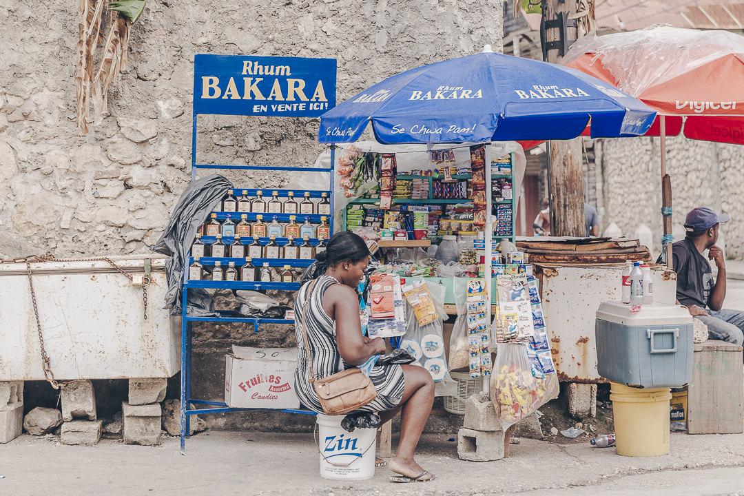 Vendeuse de rue à Jacmel - Haïti