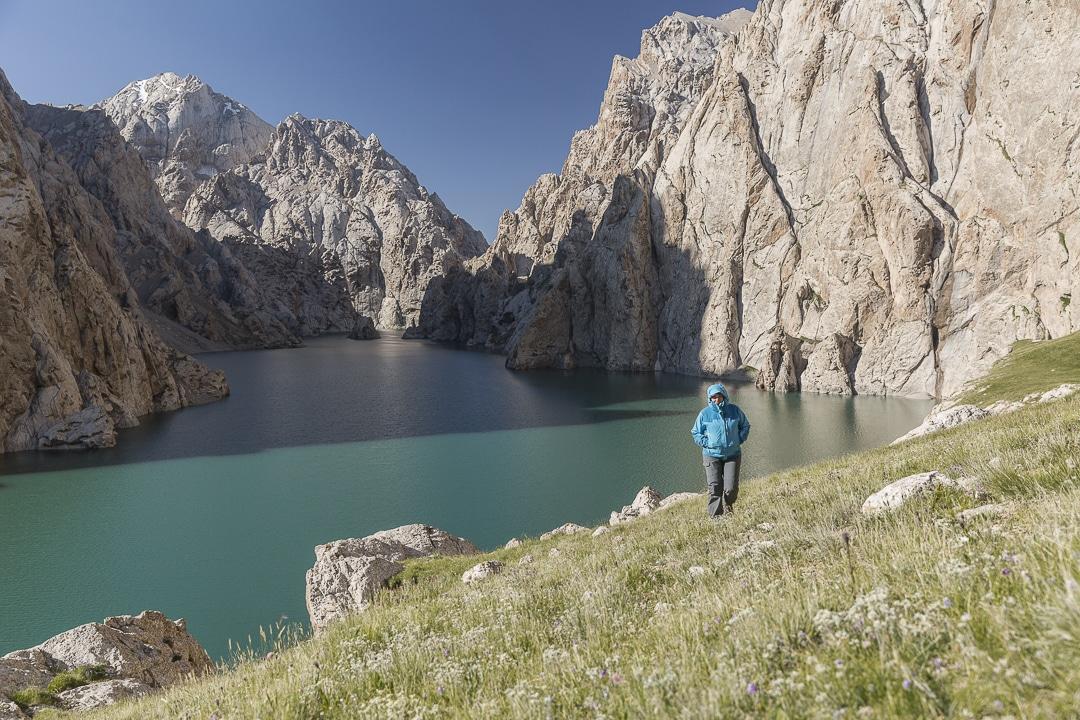 Guide pratique détaillé pour préparer son voyage au Kirghizstan. Que voir ? Que faire ? Où loger ? Que prendre dans son sac à dos ?