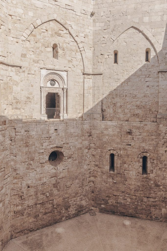 Intérieur du Castle del Monte - Les Pouilles, Italie