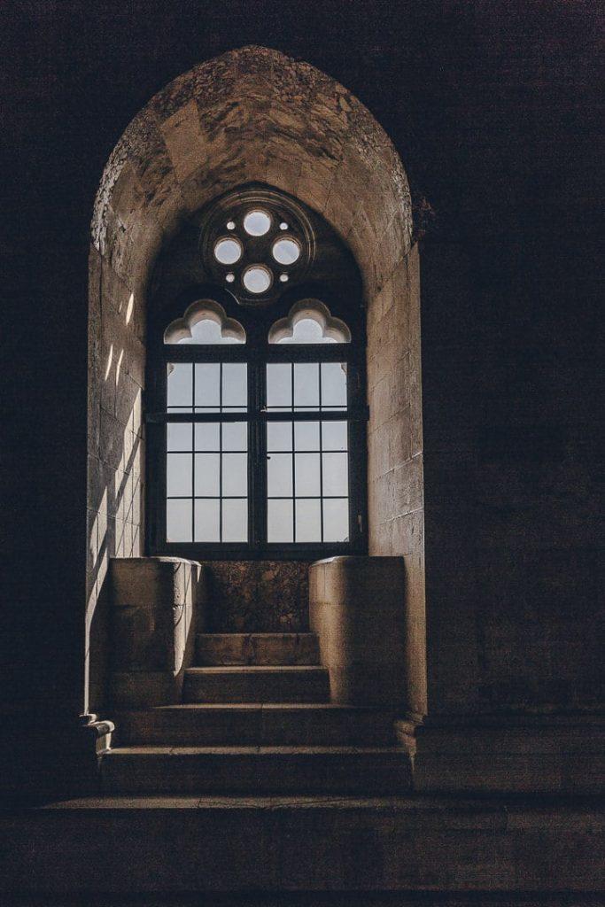intérieur du Castel del monte - Les Pouilles, Italie