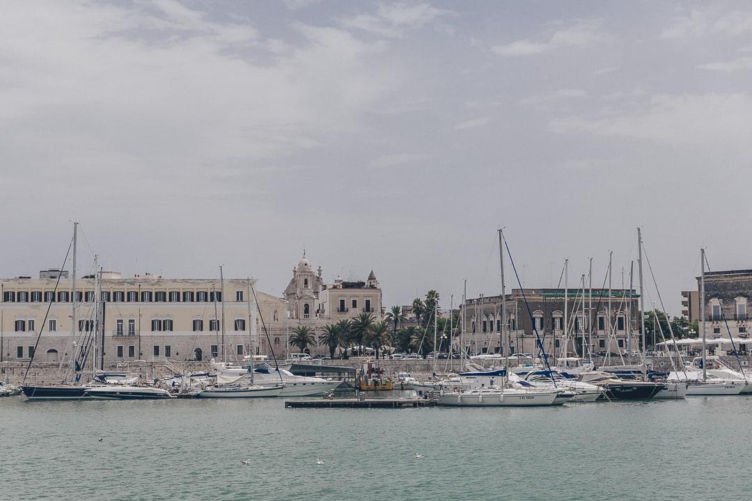 Sur le port de Trani - Les Pouilles, Italie