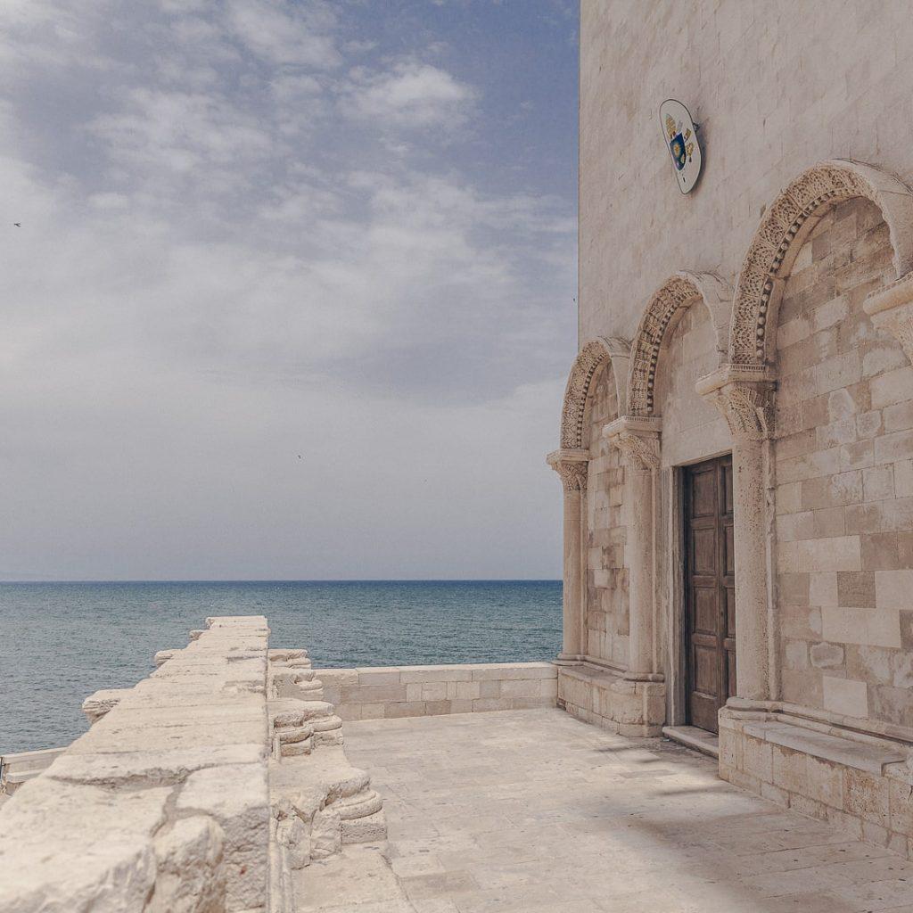 Entrée de la cathédrale de Trani - Les Pouilles, Italie
