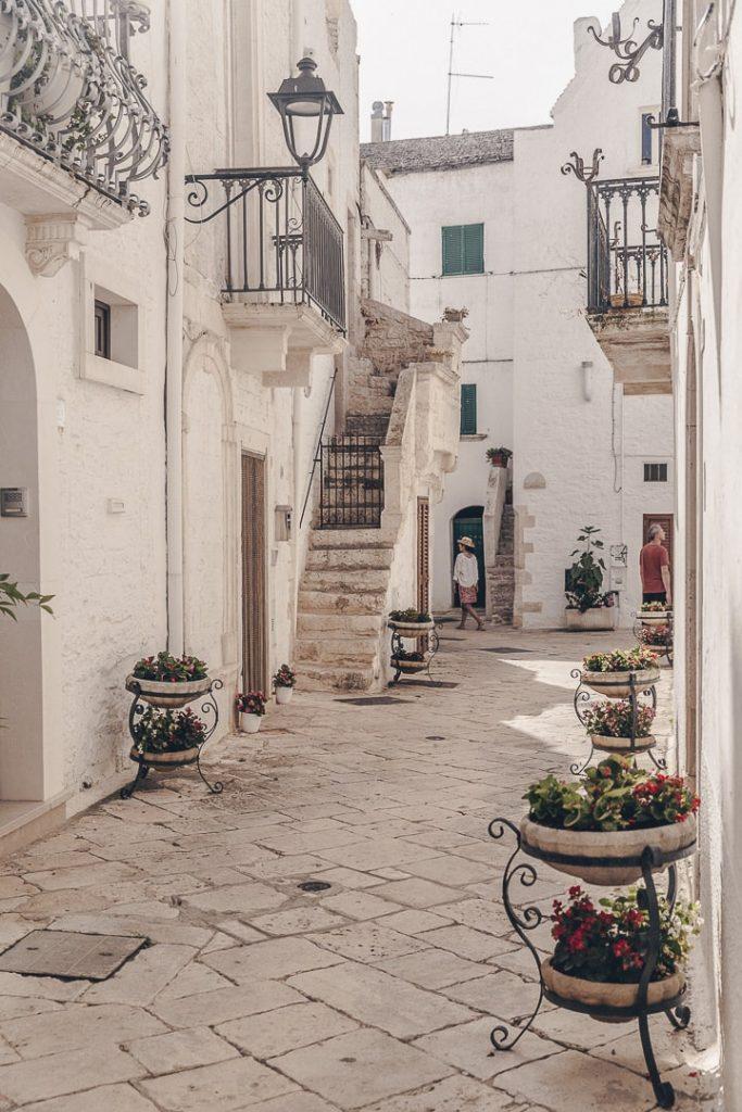 Dans les ruelles de Locorotondo - Les Pouilles, Italie