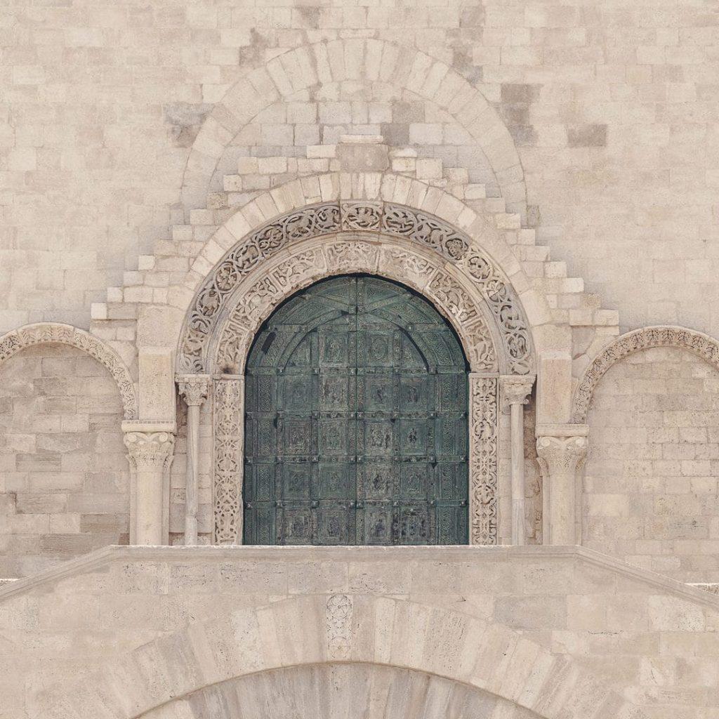 Porte d'entrée de la cathédrale de Trani - Les Pouilles, Italie
