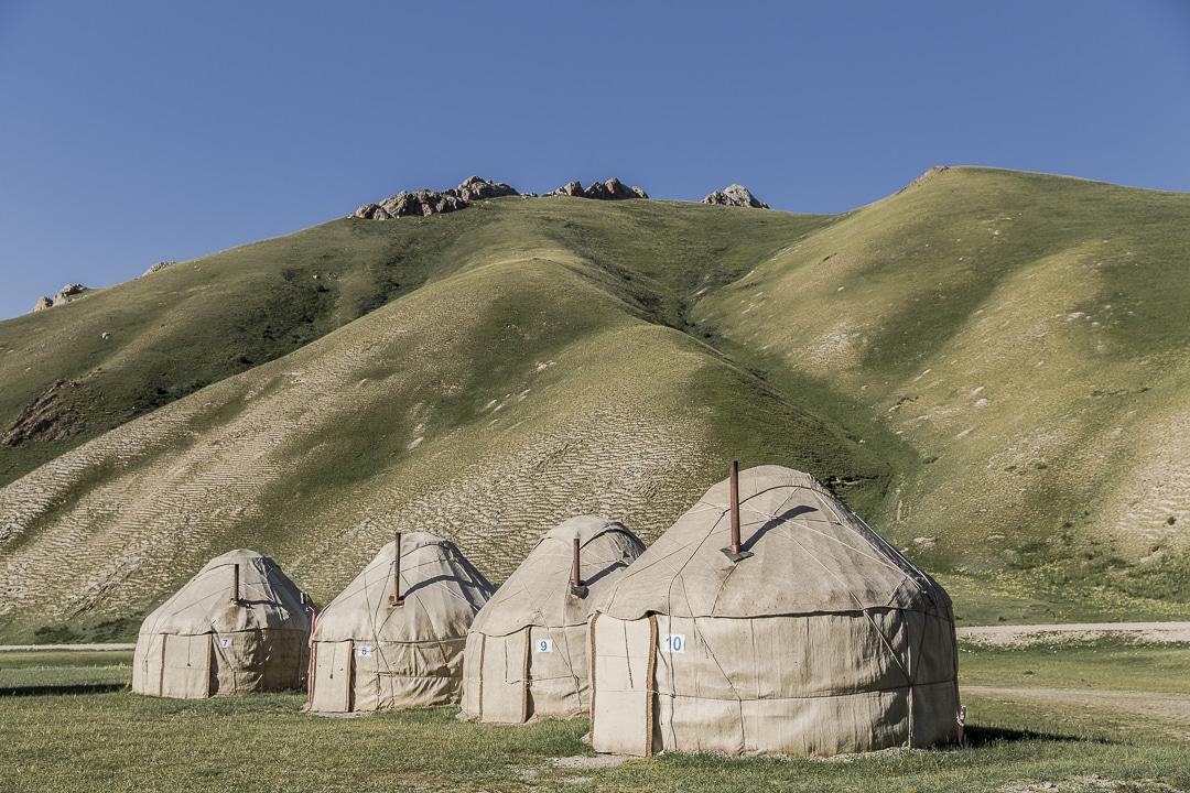 Dormir en Yourte est un incontournable au Kirghizstan. Le camp de Yuri en amont de Tach Rabat est une très bonne adresse