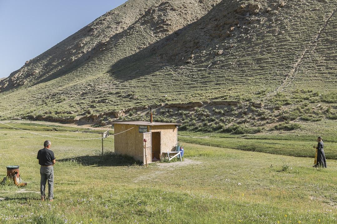 Bénédiction du sauna sous le regard bienveillant de Youri - Kirghizstan