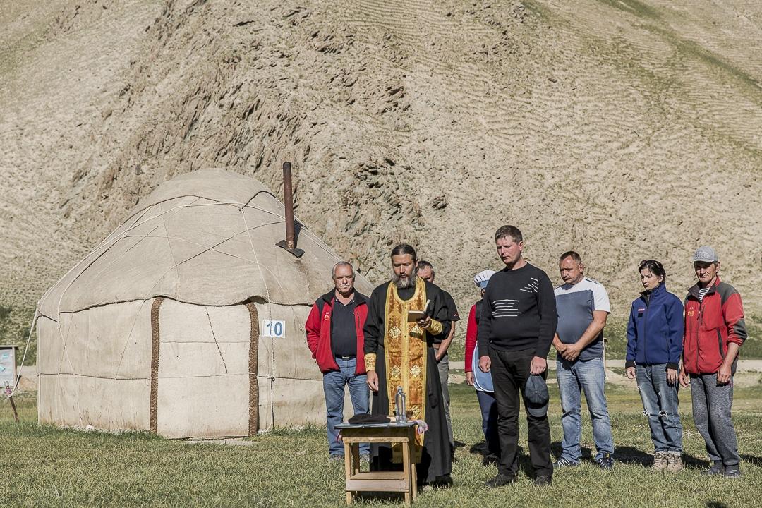 Bénédiction orthodoxe d'un camp de Yourte au Kirghizstan