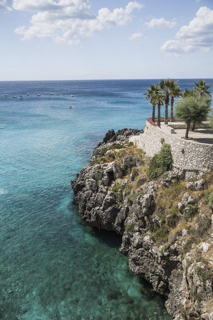 Village sur les côtes de la mer Adriatiques dans les Pouilles, Italie