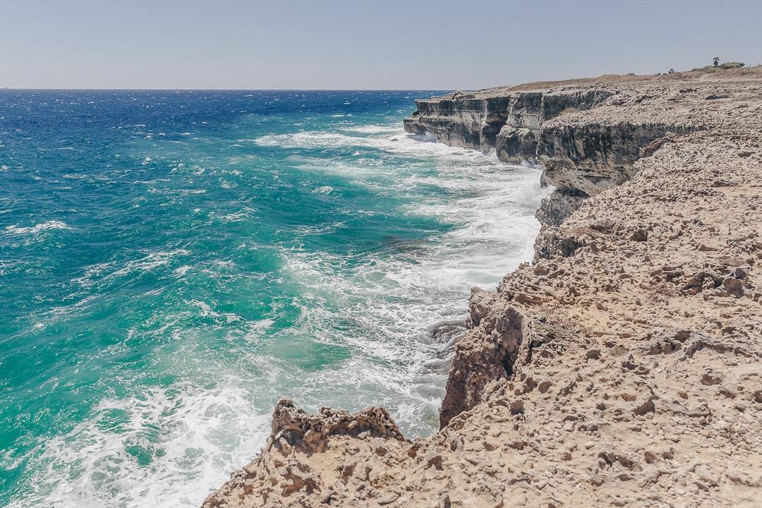 Sublime côte adriatique dans les Pouilles en Italie