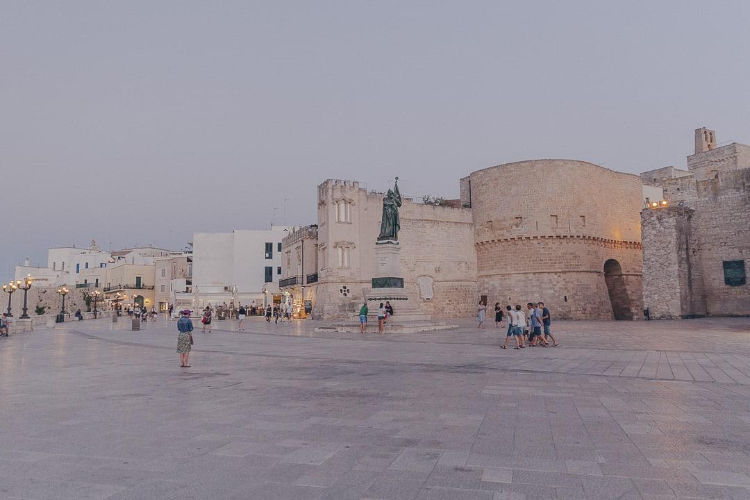 Balade sur les remparts d'Otrante - Les Pouilles, Italie