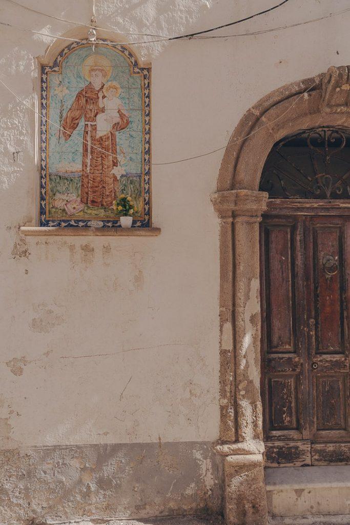 art religieux dans les rues de Gallipoli - Les Pouilles, Italie