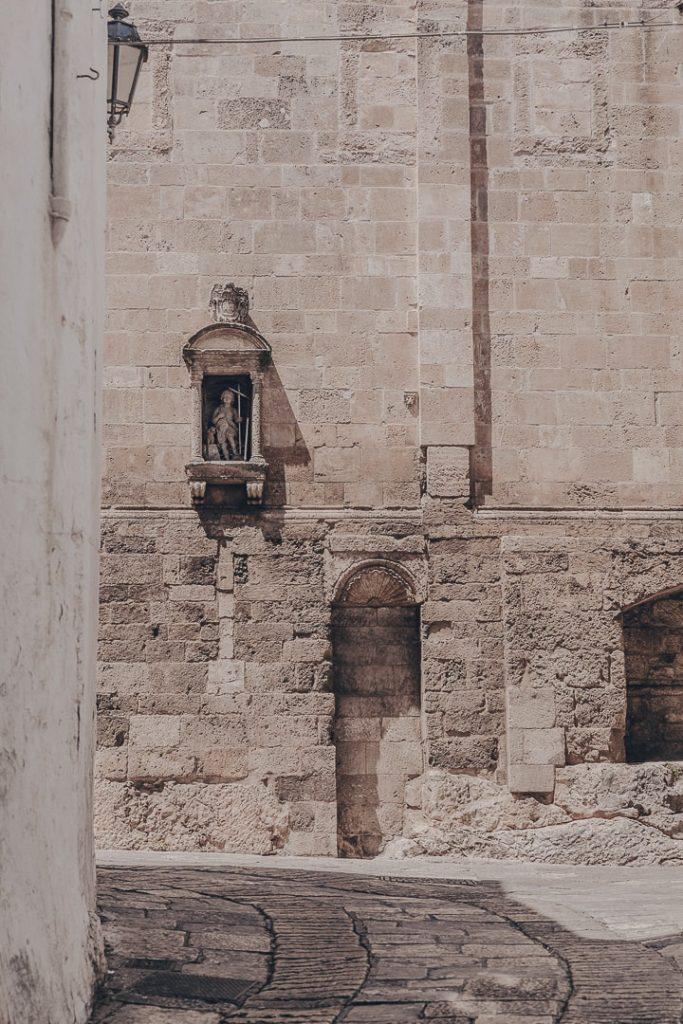 En allant vers le duomo - Ostuni - Les Pouilles, Italie
