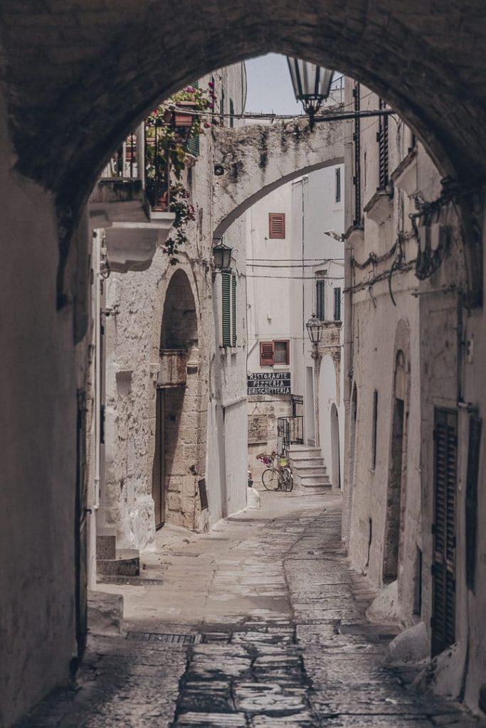 Jolie rue d'Ostuni - Les Pouilles, Italie