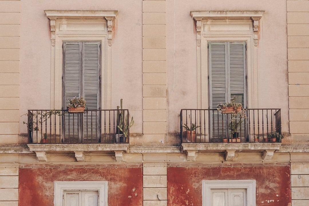 Symétrie de l'architecture à Lecce - Les Pouilles, Italie