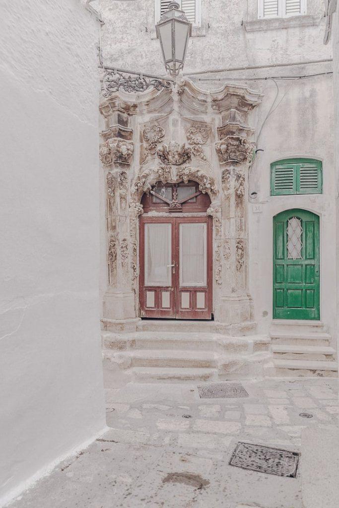 Des portes, encore des portes en Italie - Ostuni, Les Pouilles