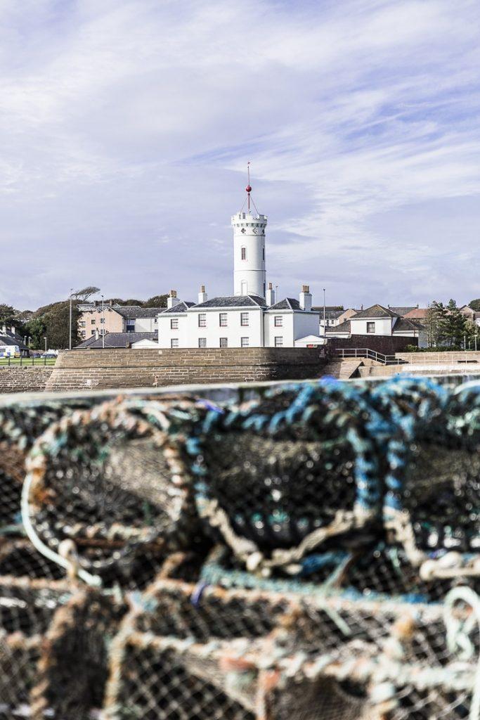 Toujours agréable de se promener sur un port. Celui d'Arbroath en Ecosse au petit matin réserve de belles surprises