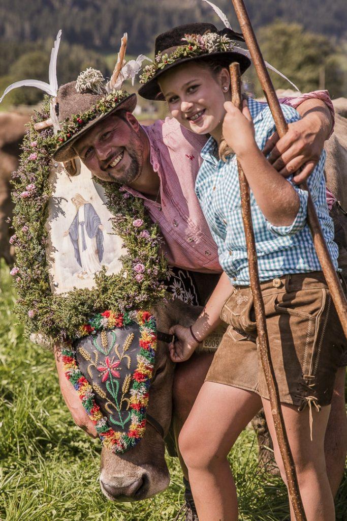 Père et fille aux fêtes de la transhumance dans le Tirol en Autriche #tirol #autriche