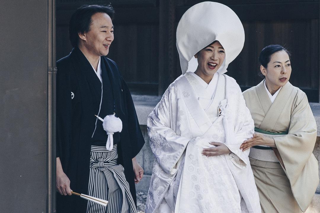 Mariée tout sourire au sanctuaire de Meiji-Jingu à Tokyo #tokyo #japon