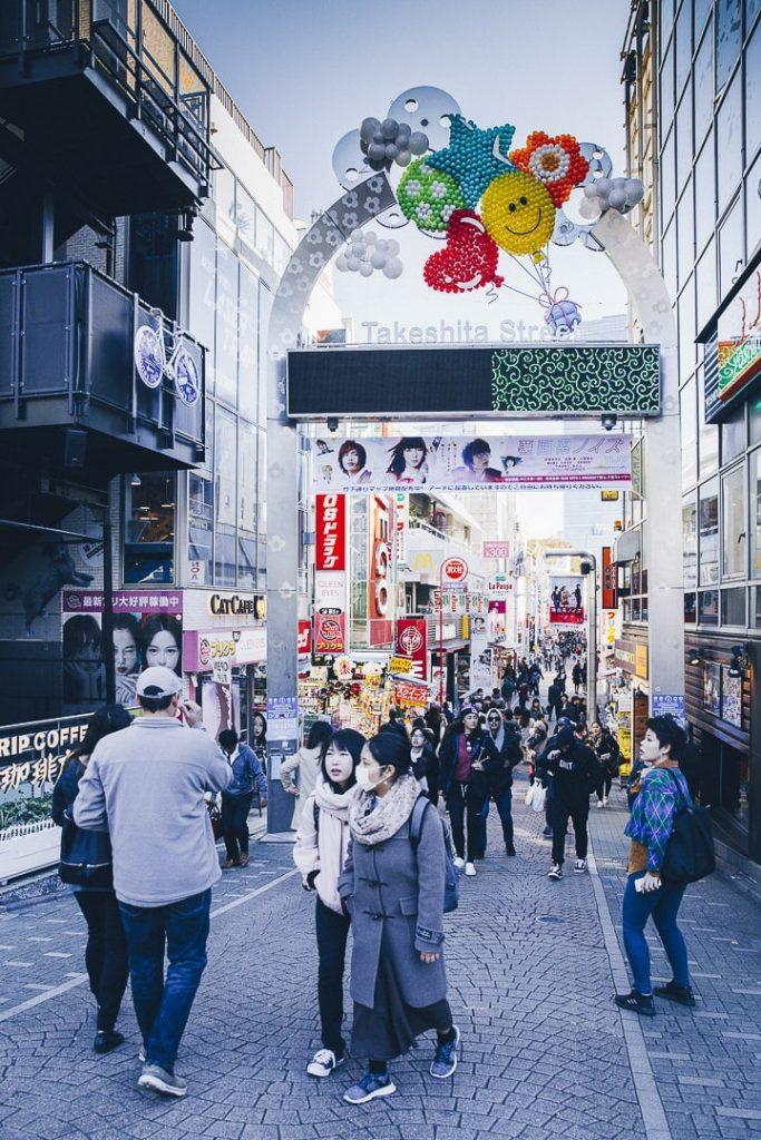 Takeshita dori est la rue des lolitas tokyoïtes. Un incontournable à Tokyo, surtout le week-end ! #japon #tokyo #harajuku