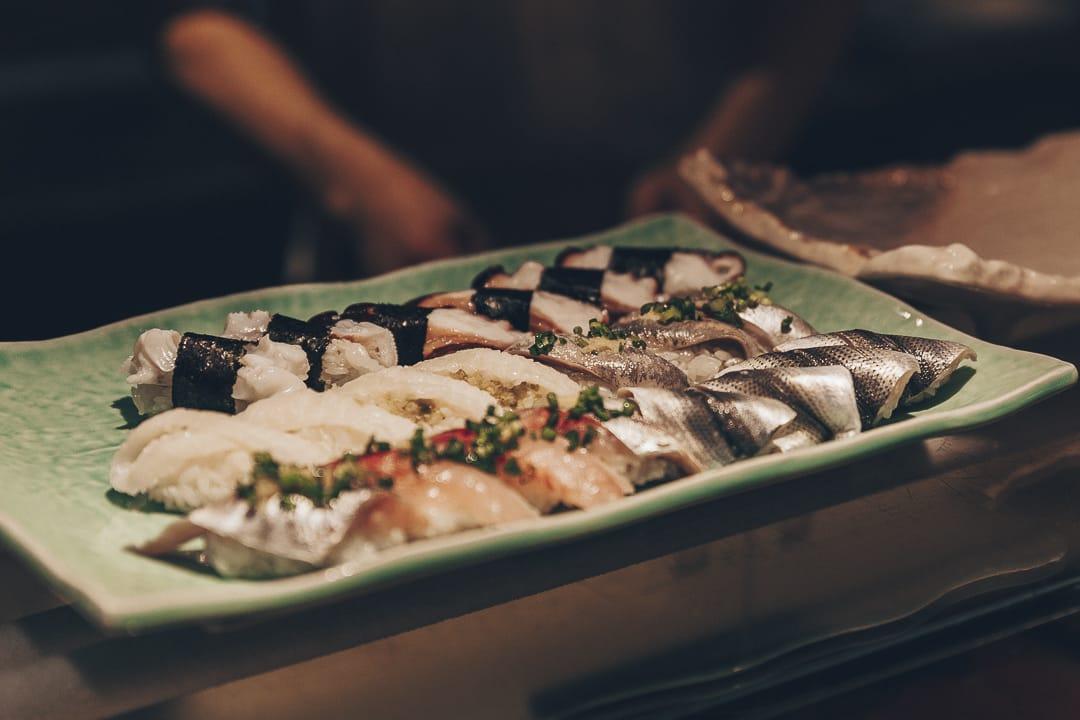 Préparation d'une assiette de sushi #tokyo #japon