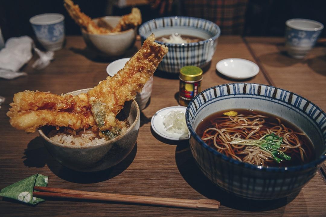 Pate de sarrasin et tempura, un bon déjeuner japonais #japon #cuisine #asie