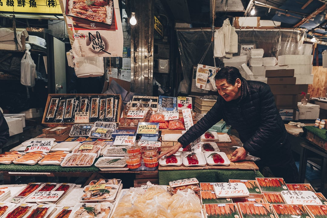 Vendeur de poisson sur Ameyayokocho à Tokyo #japon #tokyo