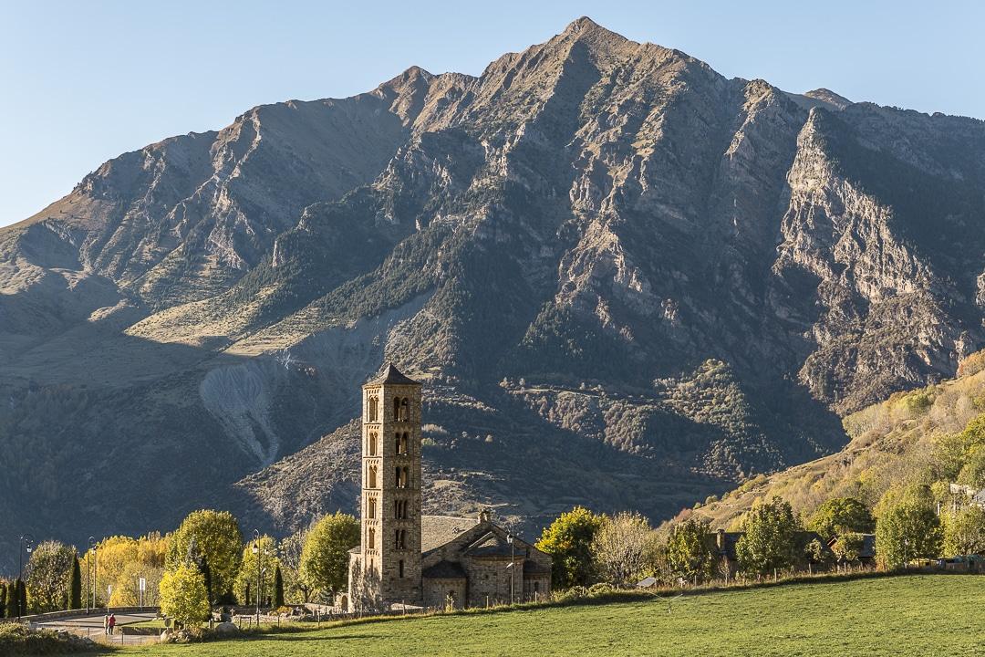 Eglise Sant Climent de Taüll faisant partie de l'ensemble de la Vall de Boí classé au Patrimoine mondial de l'Unesco #macatalogne #catalogne #unesco
