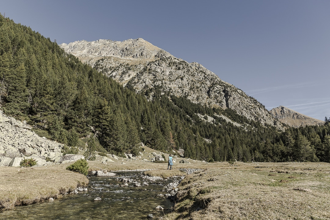 Randonnée jusqu'au lac Llong dans le parc d'aiguestortes en Catalogne
