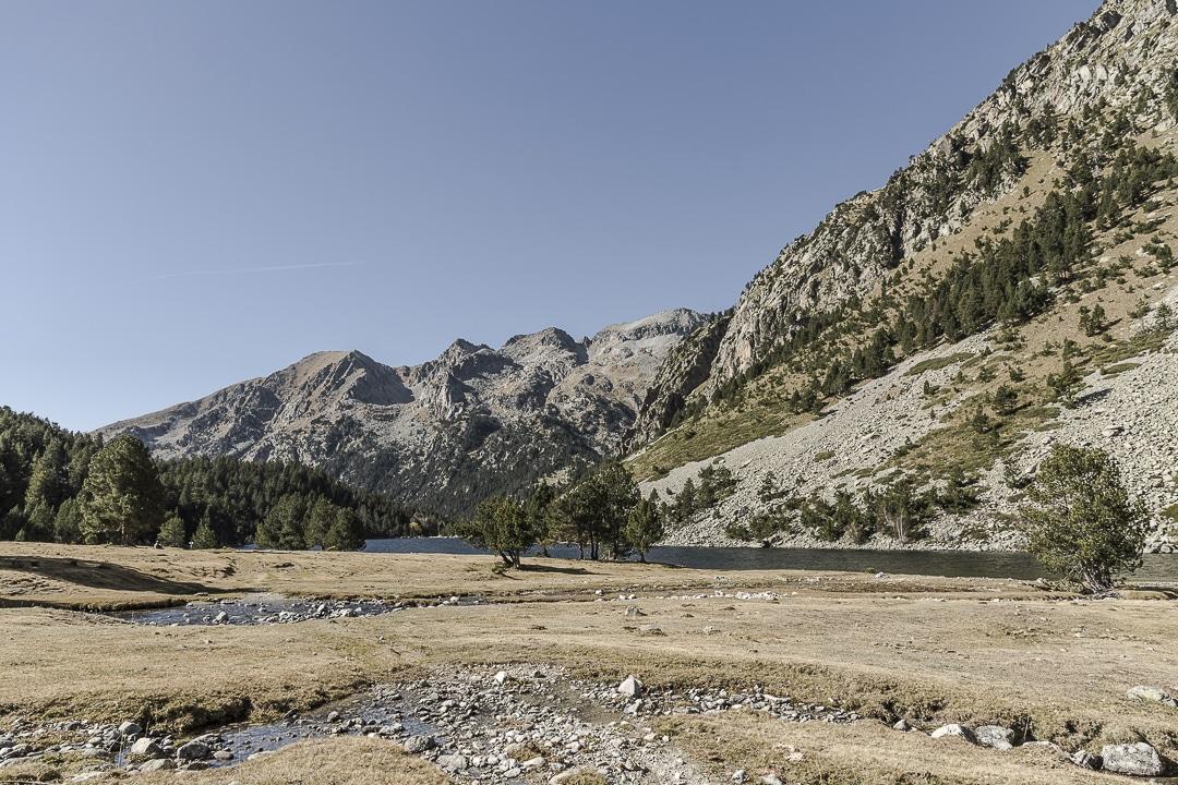 Le lac Llong dans le parc Aiguestortes en Catalogne
