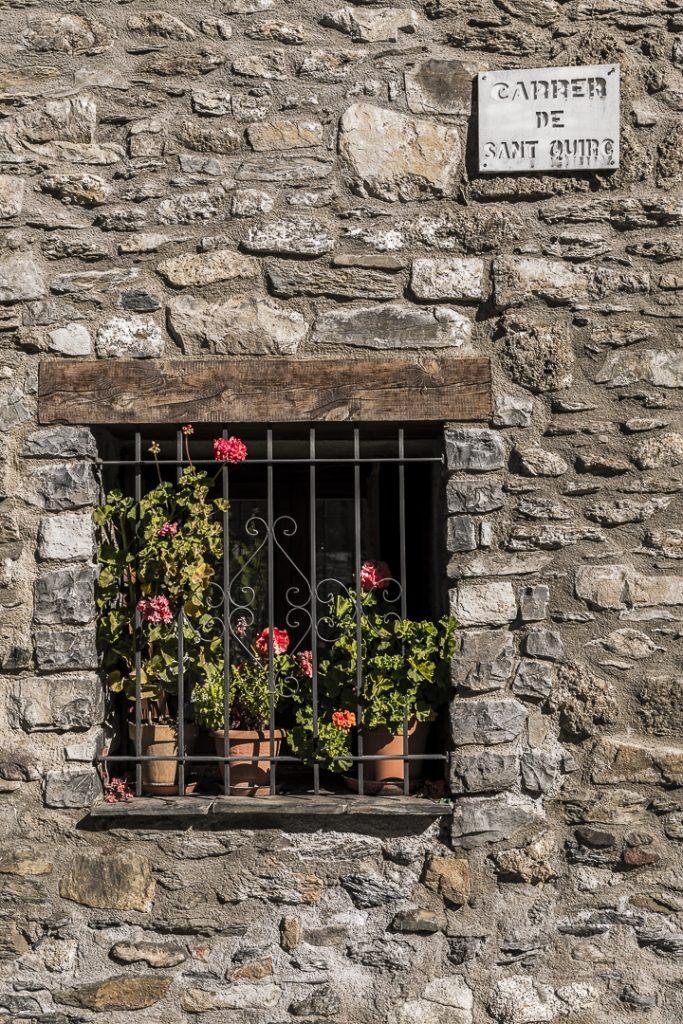 Fenêtre de Durro, village de la Vall de Boí en Catalogne #catalogne #macatalogne #unesco