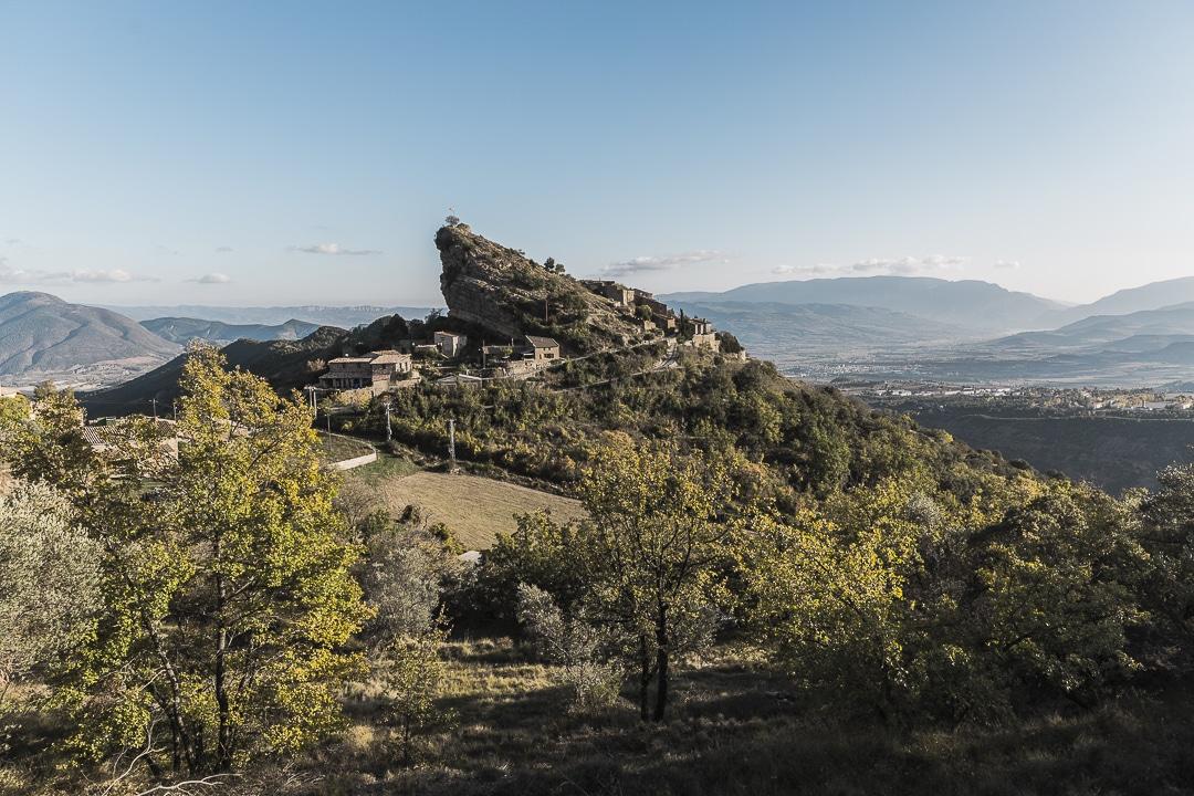 Vue sur le village de Santa Engracia dans les terres de Lleida en Catalogne #macatalogne #catalogne #tremp