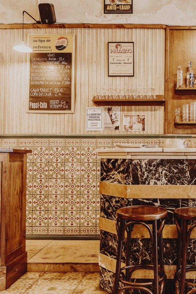 Bar vintage Café de la Union la Pobla de Segur #catalogne #roadtrip