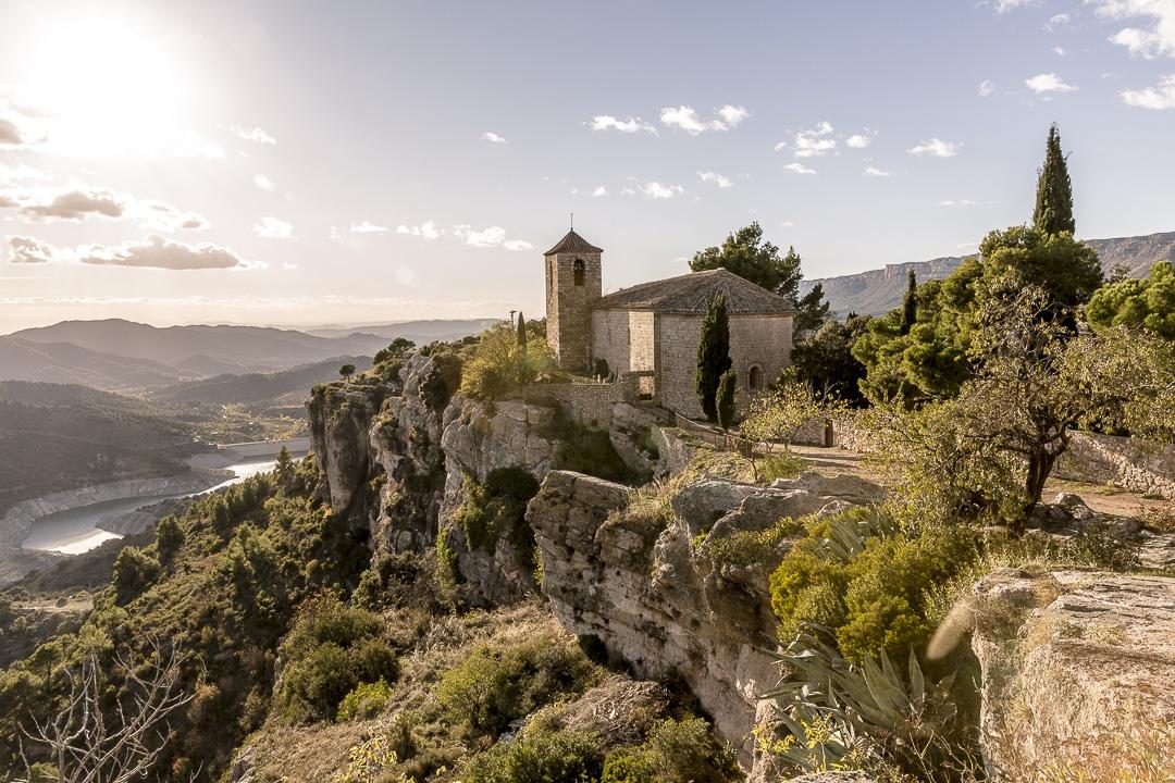 Eglise romane du village de Siurana en Catalogne #roadtrip #catalogne