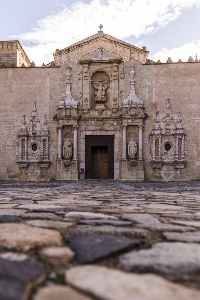 Entrée de l'Eglise du monastère de Poblet #rutadelcister #catalogne #roadtrip