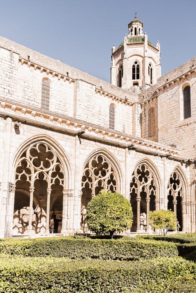 Intérieur du cloitre du monastère de Santes Creus sur la route cistercienne en Catalogne #rutadelcister #catalogne #roadtrip