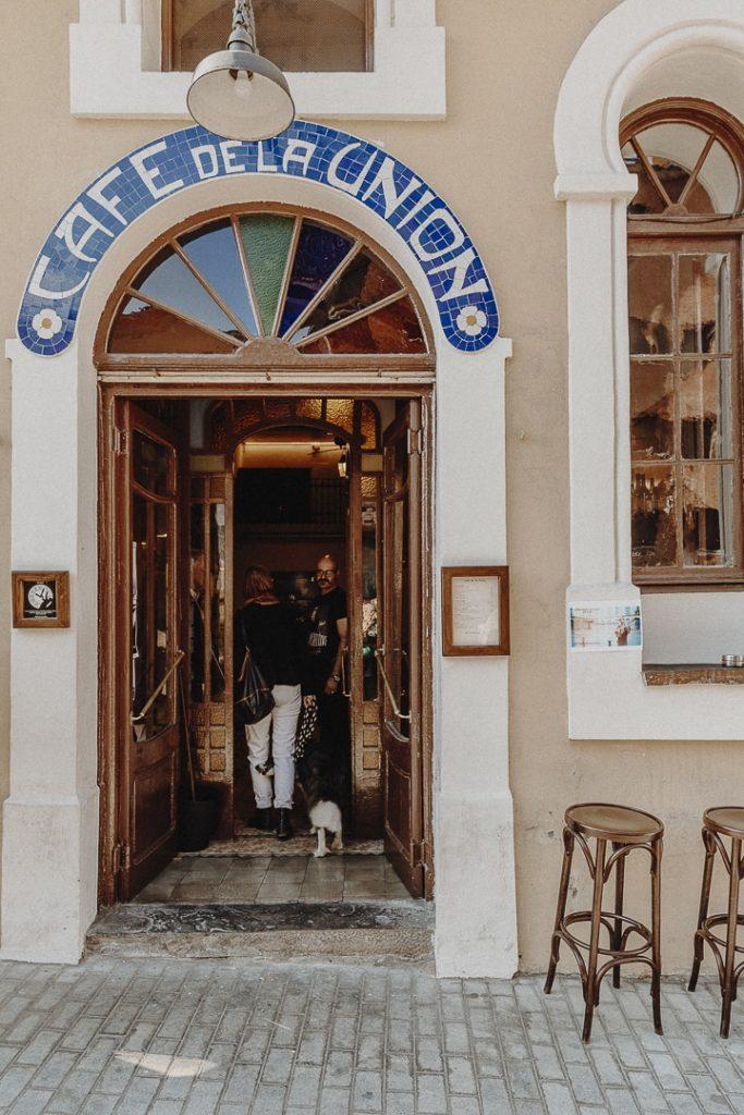 Entrée du Café de la Union à la Pobla de Segue #catalogne #roadtrip