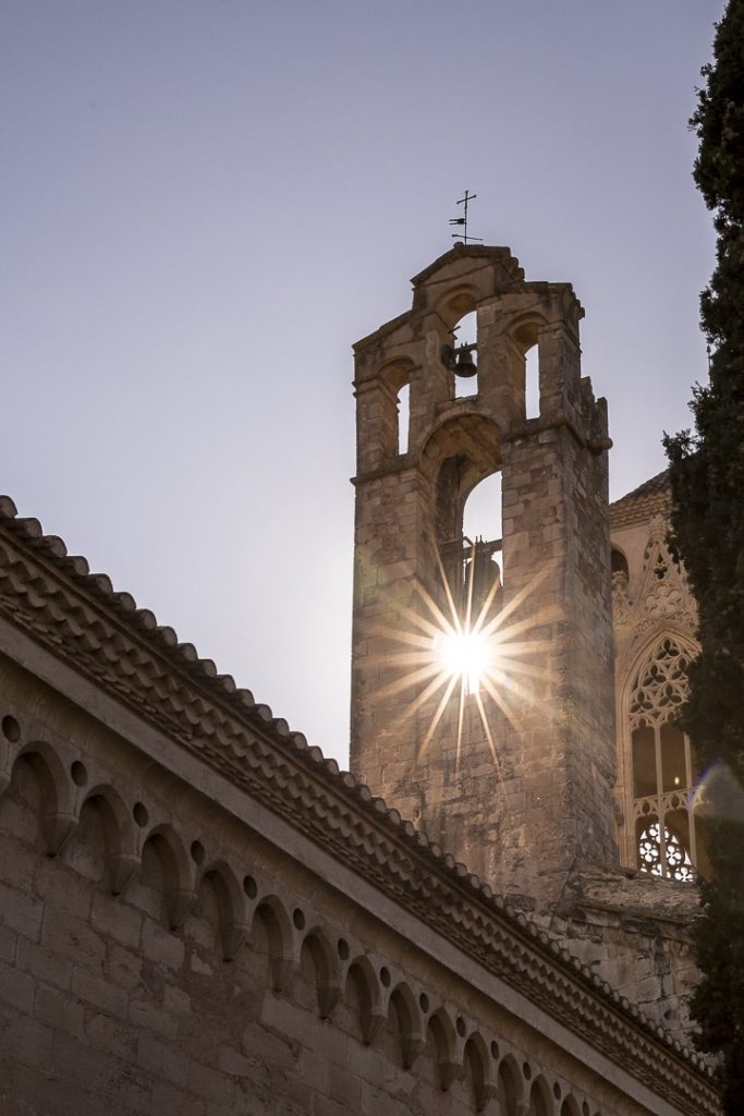 Lever de soleil sur le monastère de Poblet #rutadelcister #catalogne #roastrip