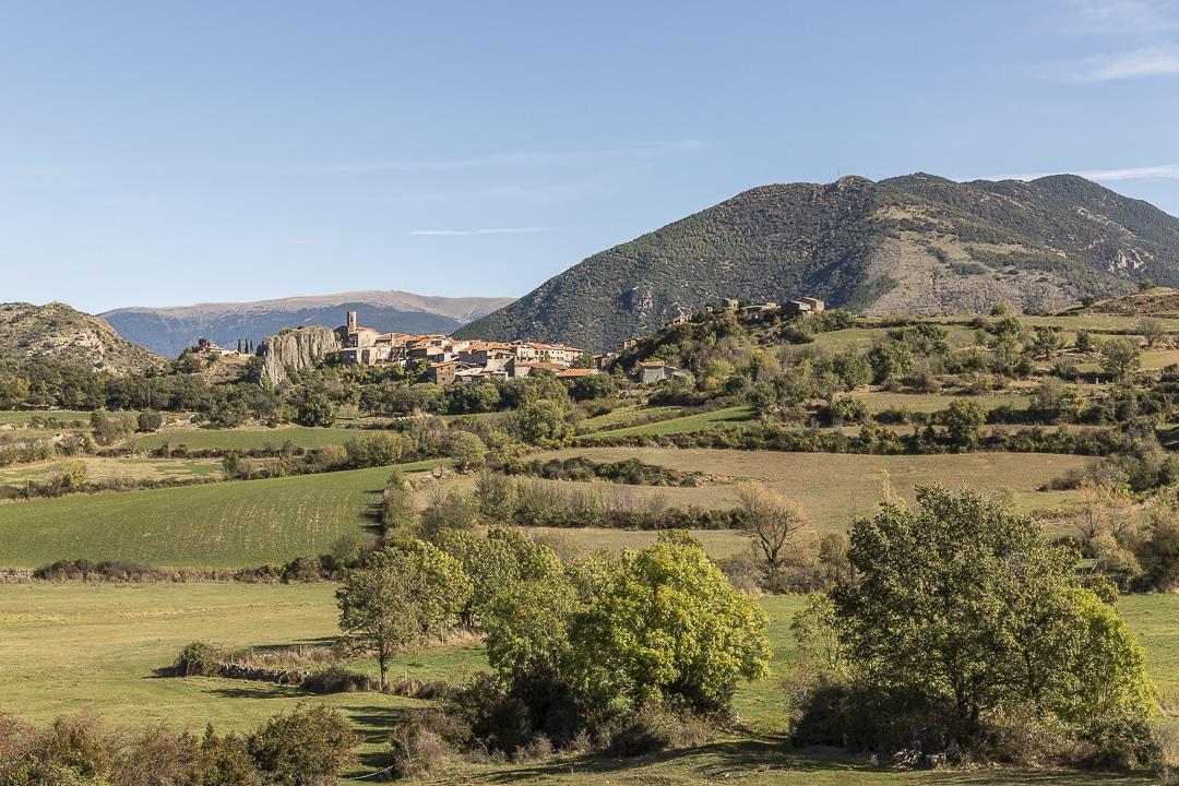 Vue sur le village de Paramea depuis la route #catalogne #roadtrip