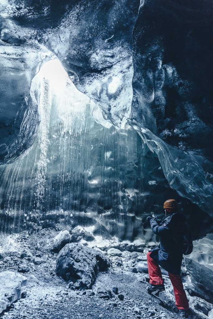 Visiter une cave de glace est une activité populaire en Islande en Hiver. Quel est le coût ? #voyage #islande #budget