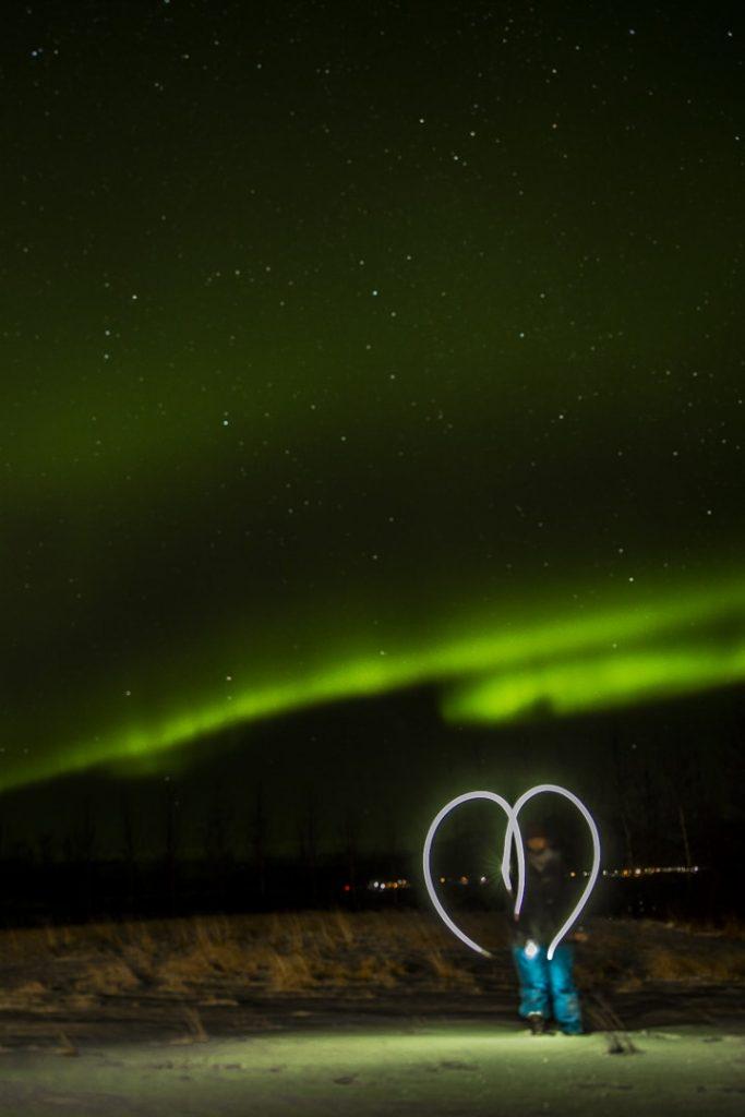 Voir des aurores boréales est une activité populaire en Islande en Hiver. Quel est le coût ? #voyage #islande #budget